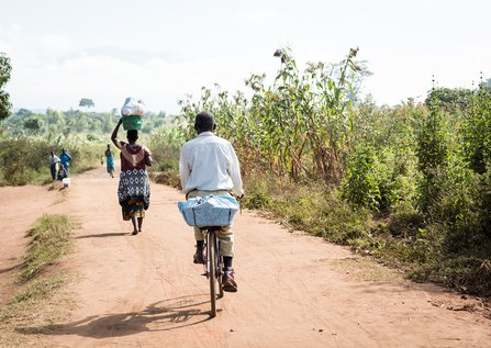 Malawi_Cyclists_One_Acre_Fund.jpg